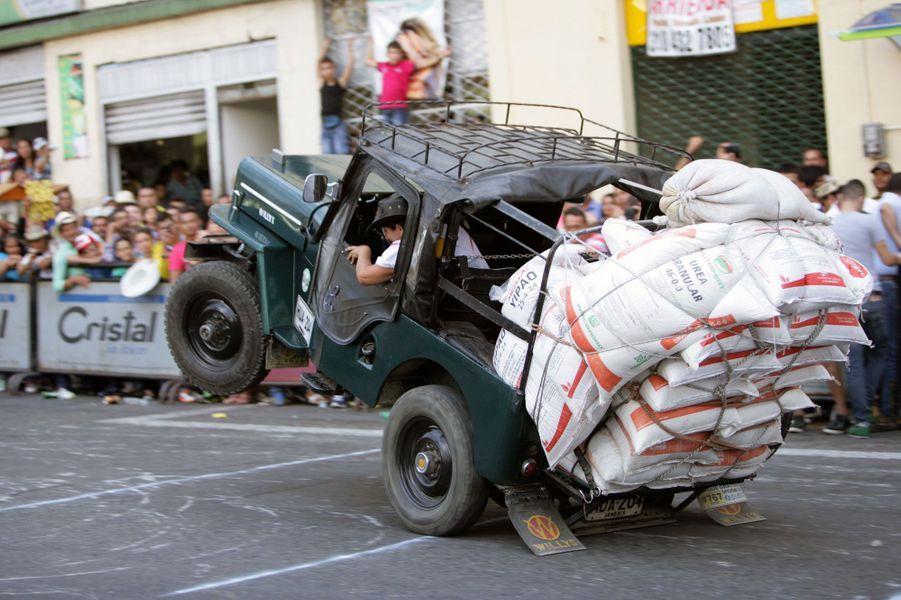 Le festival de la Yipao Parade, à Calarca, en Colombie