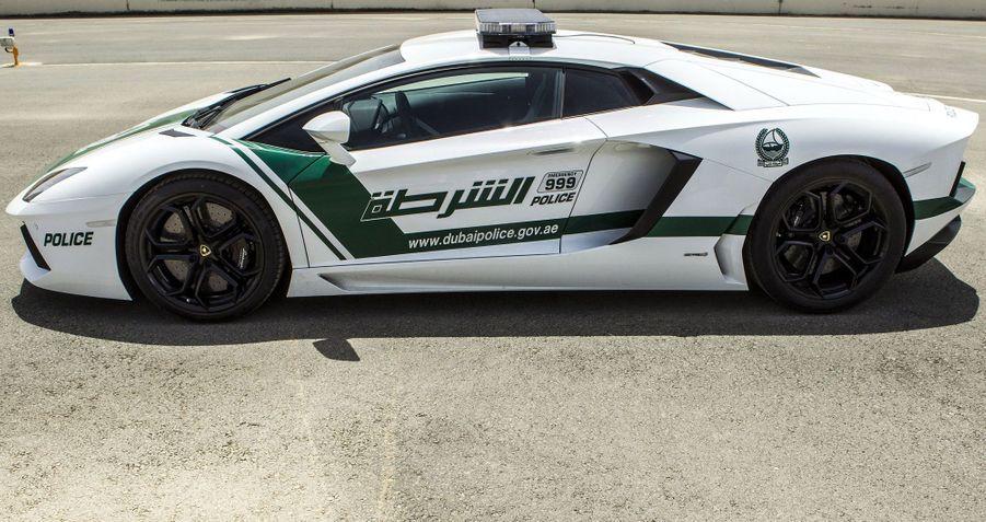 Toujours à Dubai, la police s'est équipée l'an dernier d'une Lamborghini Aventador. Cette supercar à moteur V12 de 700 chevaux n'est sans doute pas la plus adaptée pour transporter des suspects.