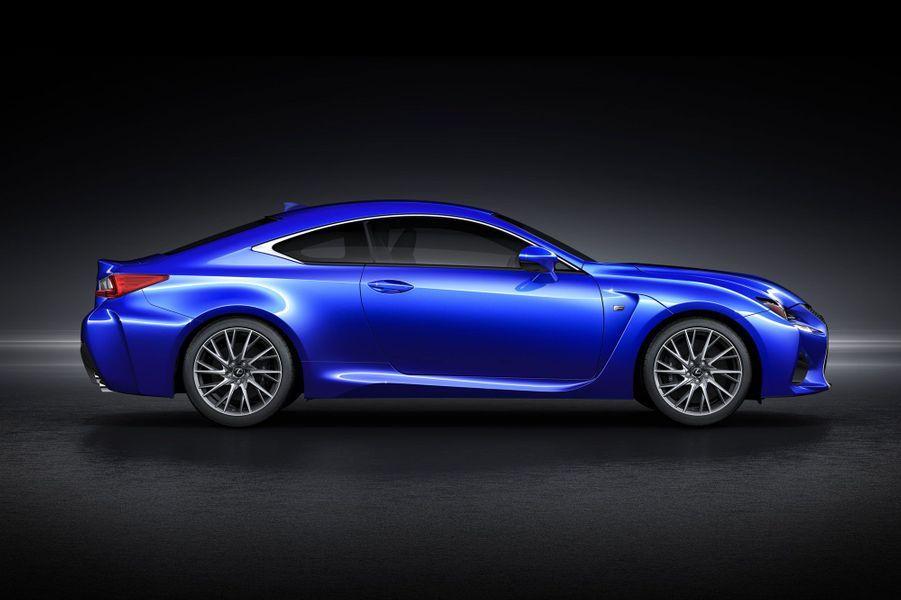 Lexus présente au salon de Detroit un coupé qui entend en remontrer à la nouvelle BMW M4. Le RC F propose un look ravageur, dans la lignée de l'originale IS, que nous avions essayé dans une sage version hybride l'été dernier.