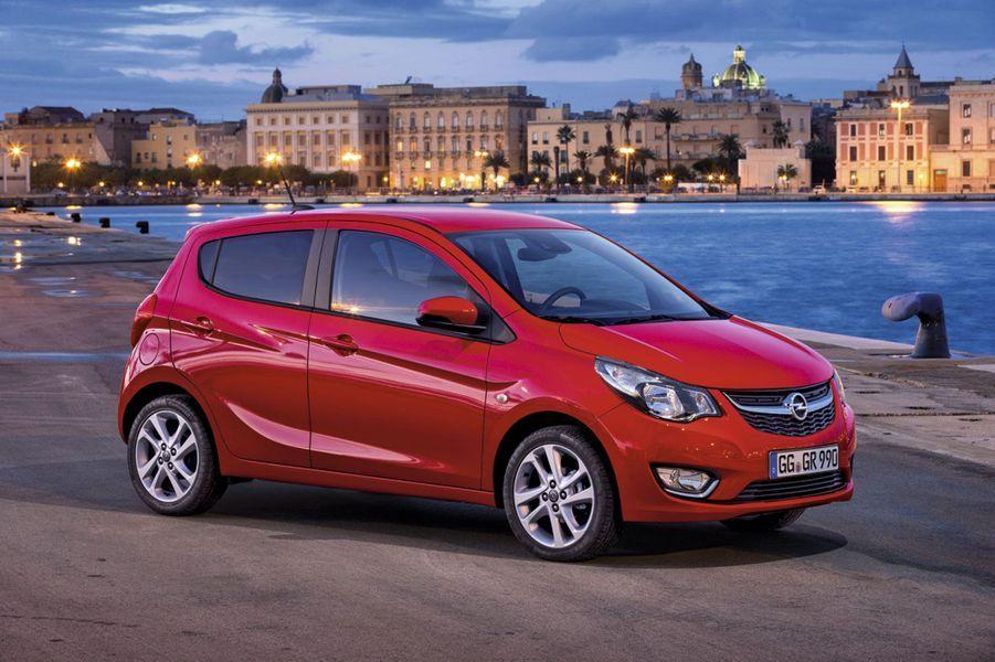 Dans la famille Opel, après Adam, le fondateur, je demande Carl, le fils prodigue. C'est ainsi que le constructeur de Rüsselsheim a baptisé sa nouvelle entrée de gamme. Fabriquée en Corée, cette remplaçante de l'Agila (3,68m) repose sur une plateforme de Chevrolet Spark. La Karl n'est disponible qu'en version essence (75ch) cinq portes. A partir de 9900€ environ.