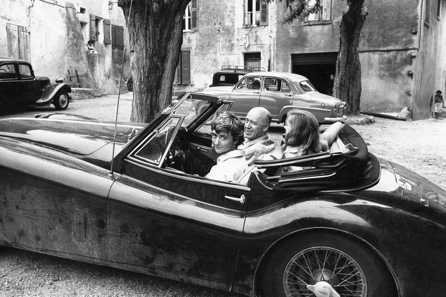 Françoise Sagan au volant de sa Jaguar avec le réalisateur Otto Preminger à Saint-Tropez en 1956.