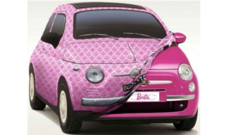 A l'occasion des 50 ans de Barbie, Fiat et Mattel (fabricant de jouet) s'associent pour sortir une Fiat 500 toute de rose vêtue, paradera dans les rues de plusieurs villes d'Europe telles que Milan ou encore Paris.. La petite italienne sera en outre agrémentée d'un gloss à lèvres dans la boîte à gants, d'un miroir de courtoisie et en prime de silhouettes de la poupée sur les montants latéraux. Techniquement, rien de nouveau en revanche sous le capot de la Fiat Barbie.