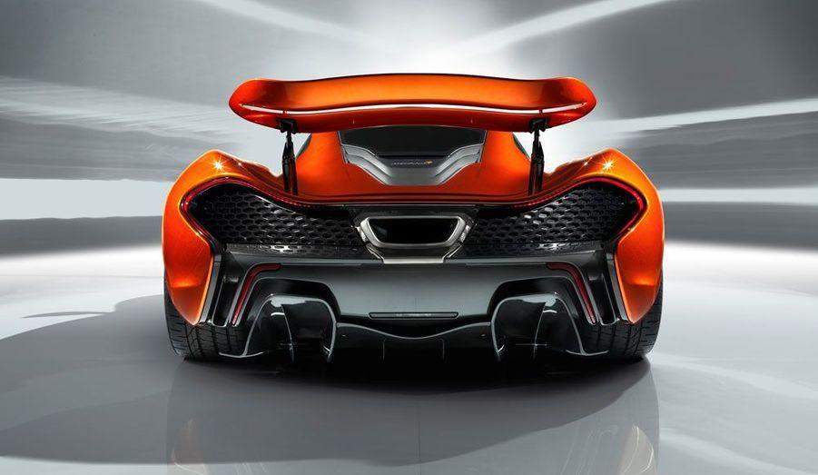 La P1 ne sera pas la plus puissante des supercars, mais avec 960 chevaux et un recours massif au carbone, elle promet un rapport poids-puissance remarquable.