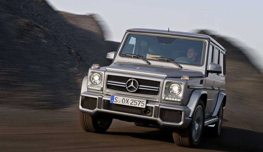 Déjà inaccessible dans sa version diesel (plus de 85 000 euros, tout de même), le Classe G devient totalement en déraisonnable en matière de prix lorsqu'on monte en gamme: autour de 100 000 euros pour le G500, plus de 137 000 pour le G63 et... 264 000 euros pour le G65.