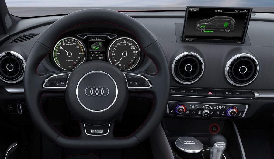 Trois modes de conduite sont prévus: avec le seul moteur à essence, avec le seul moteur électrique ou en mode hybride. La gestion du freinage est optimisée pour la récupération d'énergie et le frein moteur peut être supprimé pour améliorer l'efficacité. La compacte hybride version Audi a tout pour plaire sur le papier, mais aucune date de sortie n'est annoncée.