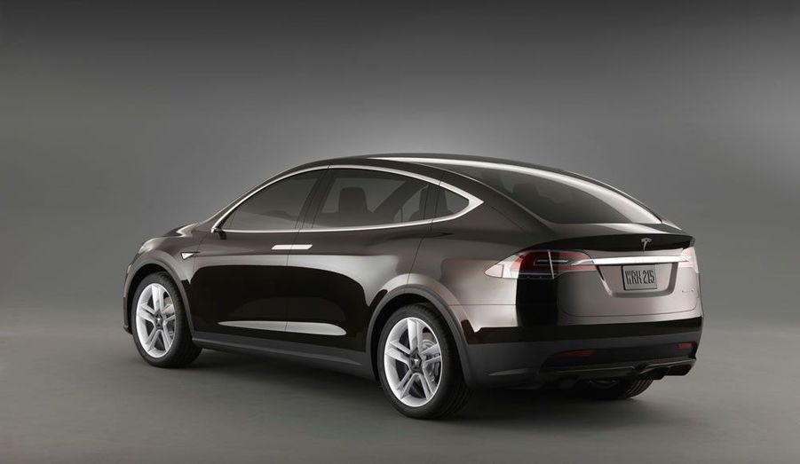 Le SUV de Tesla sera disponible en propulsion et en quatre roues motrices.