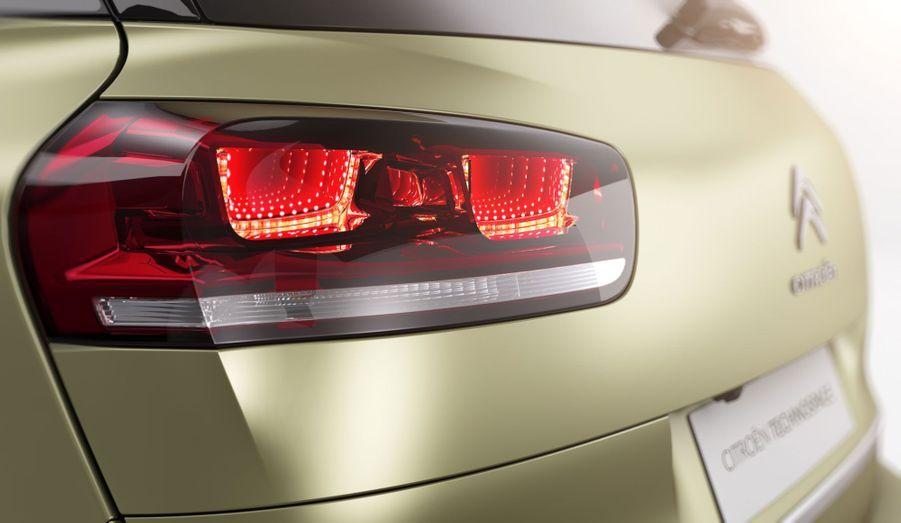 Les feux arrière du Technospace et du futur C4 Picasso reprennent le jeu de miroirs astucieux qui permet d'obtenir un «effet 3D».