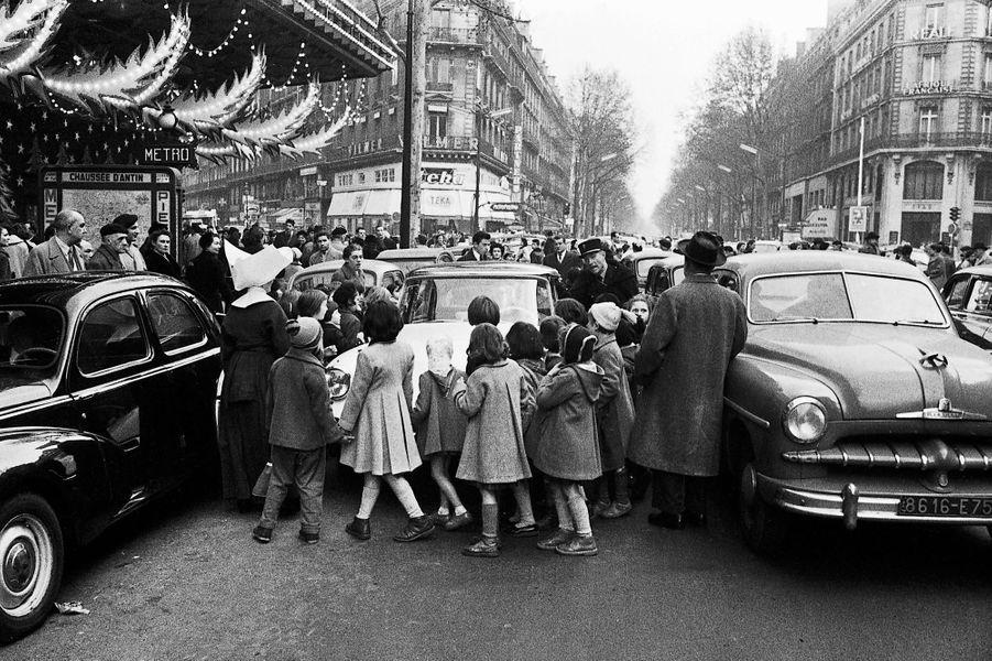 La livraisondes premières voitures, parmi les80 000 commandées durant le Salon,suscite l'émoi.