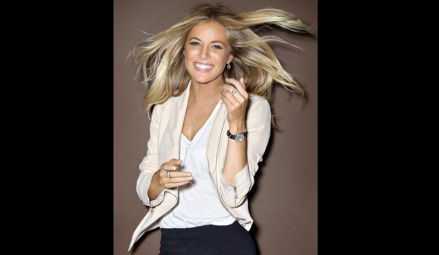 """A l'occasion de son 20e anniversaire, le joaillier suisse Piaget s'est offert les services de la belle Sienna Miller pour sa nouvelle campagne de la collection de bijoux et de montres """"Possession"""". Dans son communiqué, la marque vante le """"look décontracté et raffiné"""" de la compagne de Jude Law qu'elle qualifie de """"l'une des femmes les plus 'fashion' du moment"""". Regardez la vidéo du shooting en lien."""
