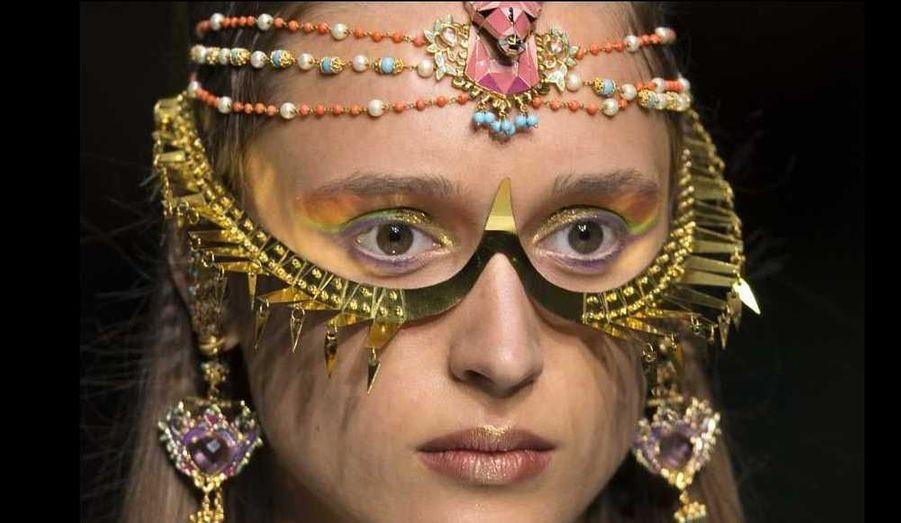 Le créateur indien Manish Arora a présenté sa collection de prêt-à-porter Printemps-Eté 2013 jeudi à Paris. Comme à son habitude, il a su transporter ses spectateurs dans son univers unique... A noter que les bijoux étaient signés du joaillier indien Amrapali.