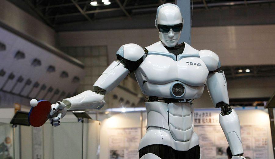 Le robot joueur de ping-pong «Topio» est exposé à la foire internationale des robots de Tokyo en novembre 2009. Cet humanoïde a été créé pour jouer avec les humains au tennis de table.