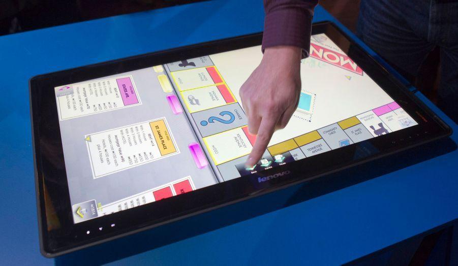 L'IdeaCentre Horizon de Lenovo est une tablette géante qui permet la même utilisation qu'un ordinateur, mais avec un effet très futuriste.