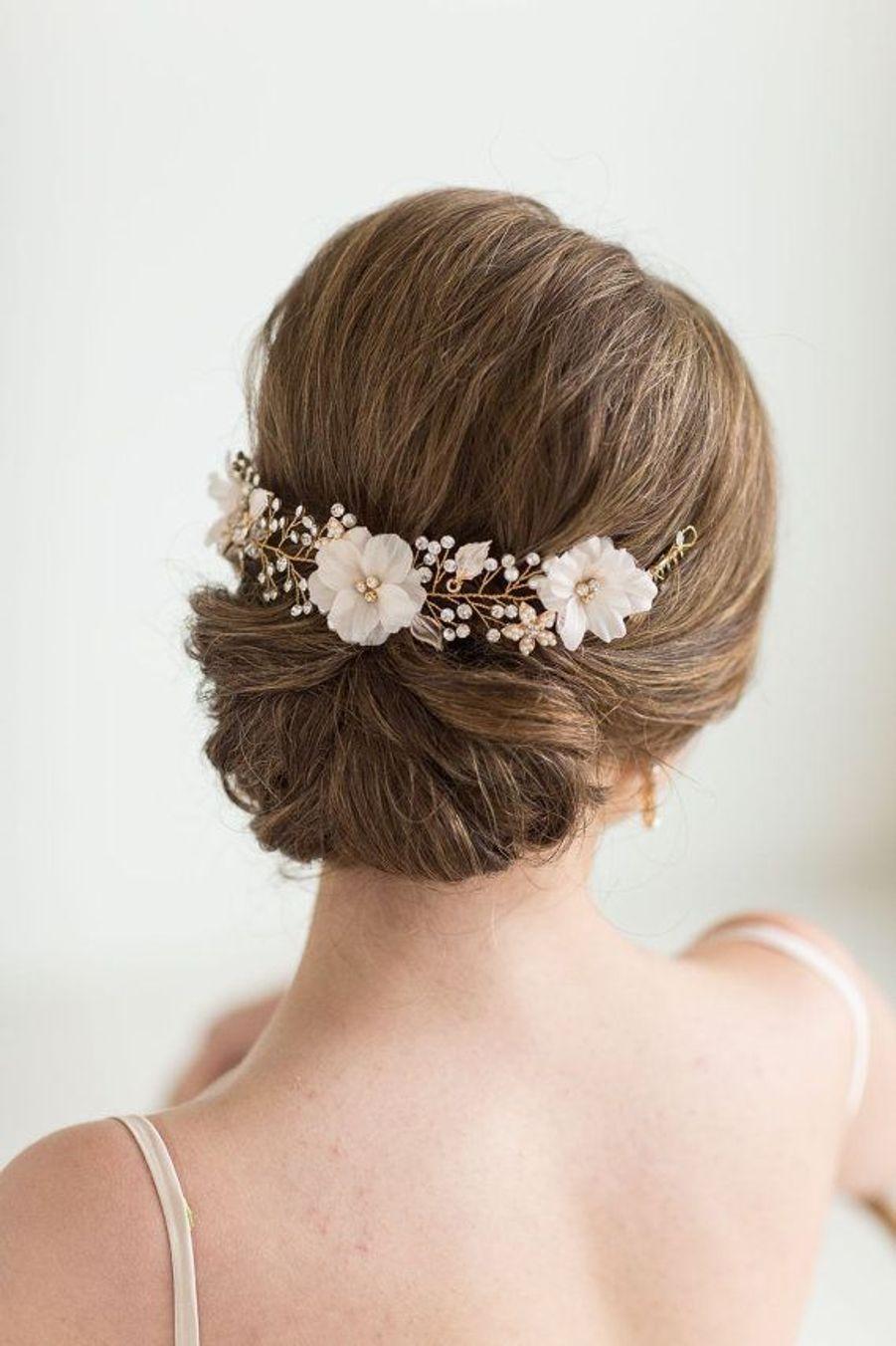 Un chignon avec unevigne de cheveuxhttps://www.pinterest.fr/pin/510032726543338085/