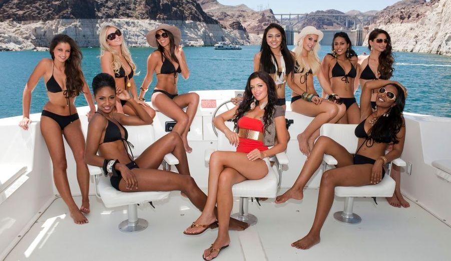 Malika Menard (à gauche) pose parmi les candidates au titre de Miss Univers 2010 en maillot de bain sur un yacht dans le Nevada, hier. De gauche à droite: Miss Trinidad et Tobago LaToya Woods, Miss Slovaquie Anna Amenova, Miss Guatemala Jessica Scheel, Miss République Tchèque Jitka Valkova, Miss Malaisie Nadine Ann Thomas, Miss Suisse Linda Faeh, Miss Mauritanie Dalysha Doorga, Miss Allemagne Kristiana Rohder et enfin Miss Bahams Braneka Bassett. La compétition aura lieu dans dix jours, le 23 août prochain.