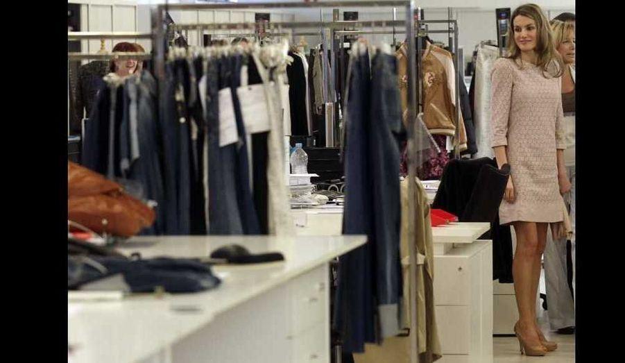 La princesse espagnole Letizia Ortiz a visité ce jeudi les usines de la marque espagnole Mango à Barcelone.