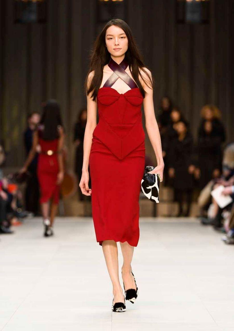 Liu Wen en rouge