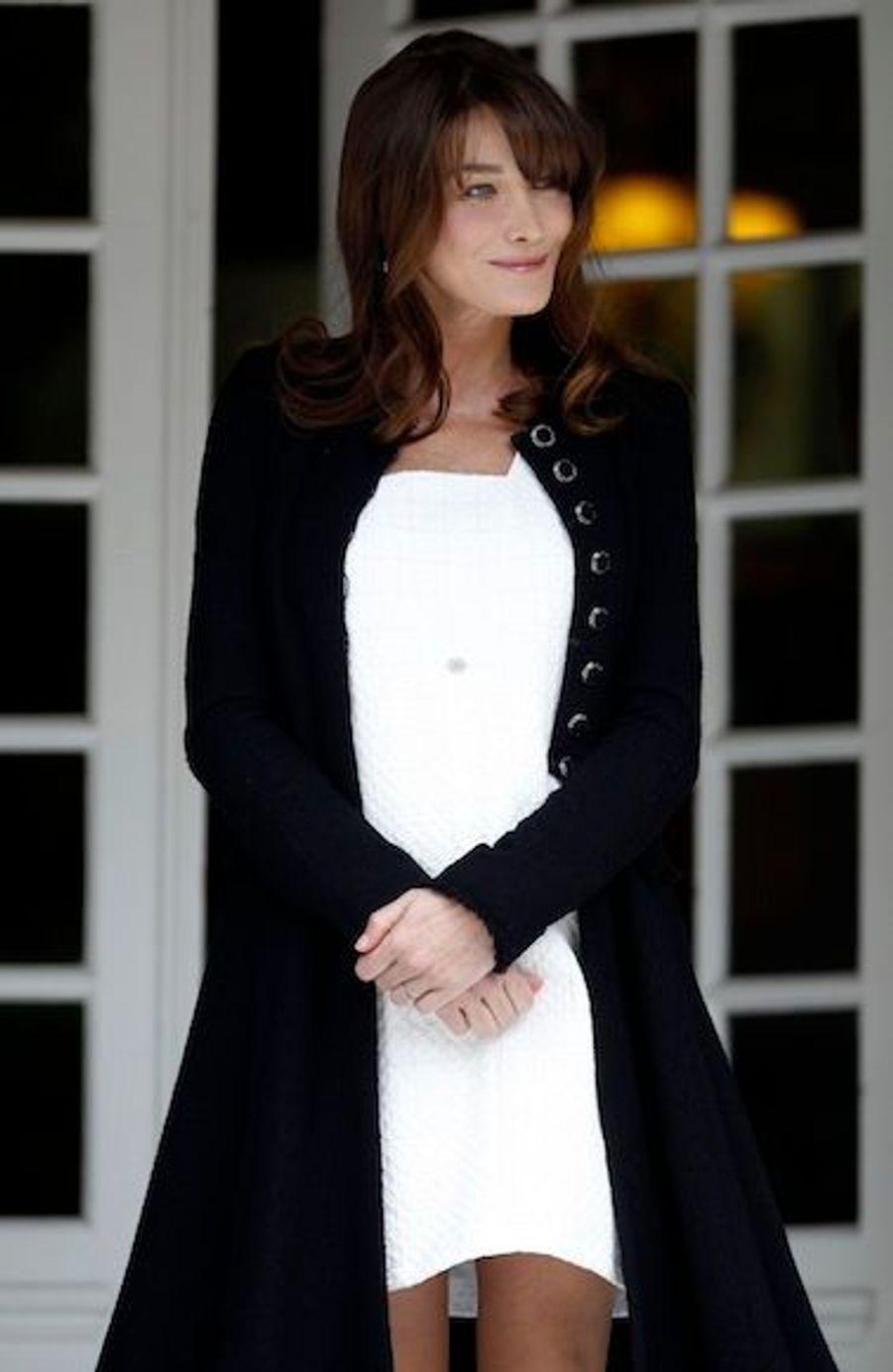 Au sommet du G8 de Deauville, en mai 2011. Si sa famille avait reconnu qu'elle était enceinte, Carla Bruni n'avait pas encore personnellement confirmé l'heureux événement, mais déjà sa mine radieuse trahissait une bonne nouvelle...