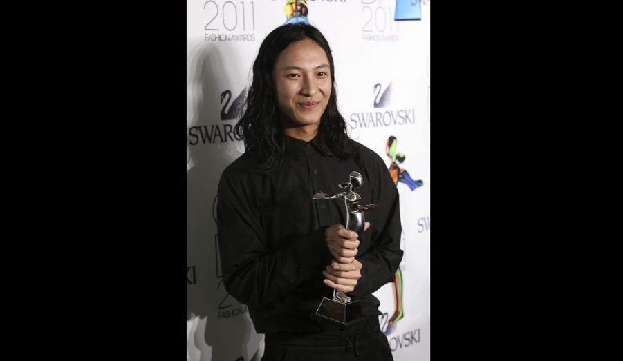 Le styliste a reçu le prix du créateur d'accessoires de l'année.