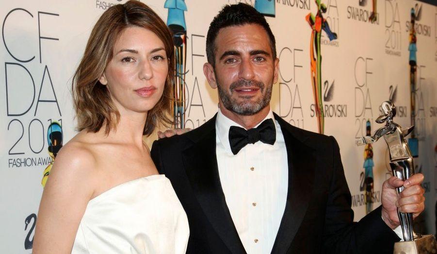 """Le créateur, qui a reçu le """"Geoffrey Beene Lifetime Achievement Award"""", pose aux côtés de la réalisatrice Sofia Coppola."""