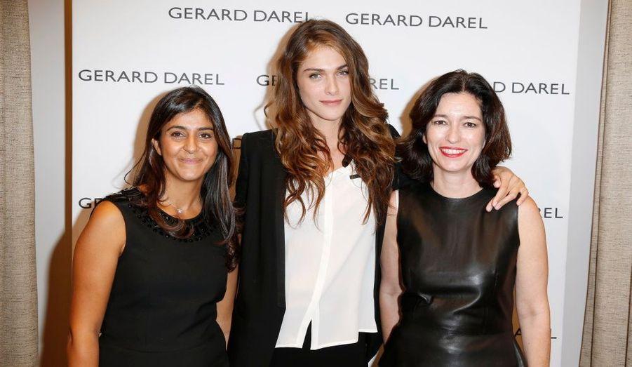 Elisa Sednaoui est entourée de Camille Naïm, directrice de la création, et de Marianne Romestain, présidente de la marque Gérard Darel.