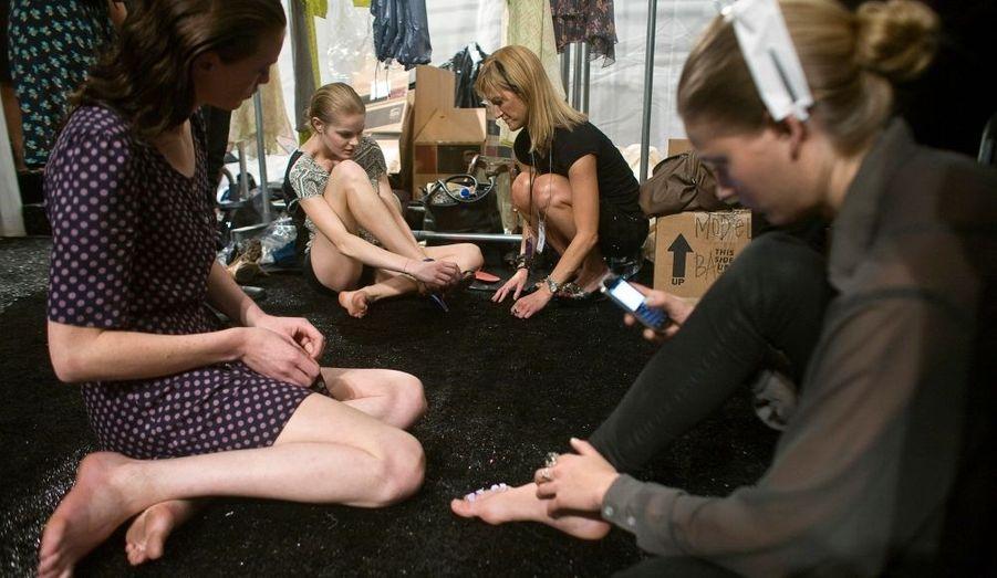 Comme les mains, les pieds font l'objet d'un soin minutieux. (Défilé Rebecca Taylor)