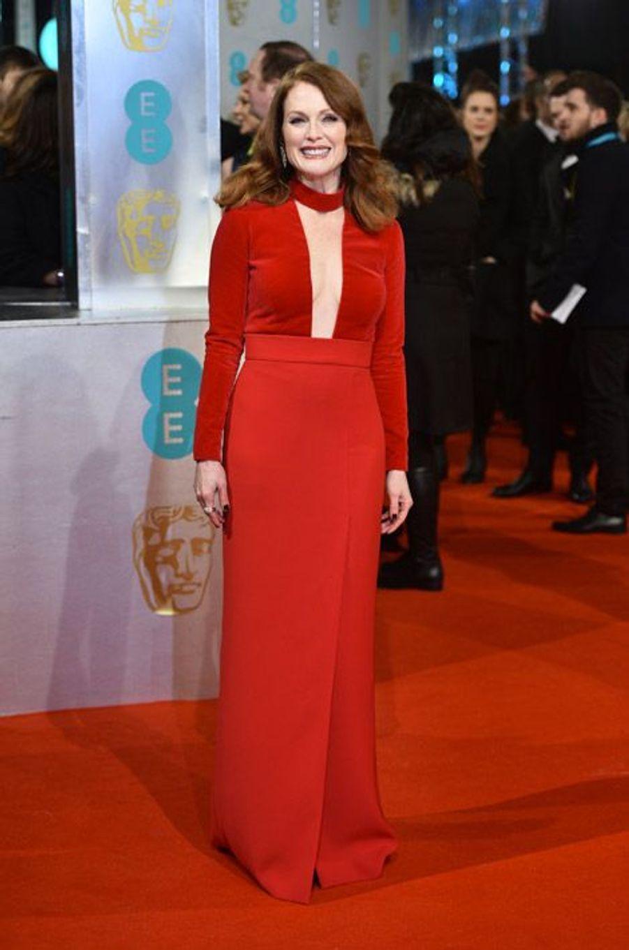 L'actrice Julianne Moore en Tom Ford lors de la cérémonie des BAFTA le 8 février 2015