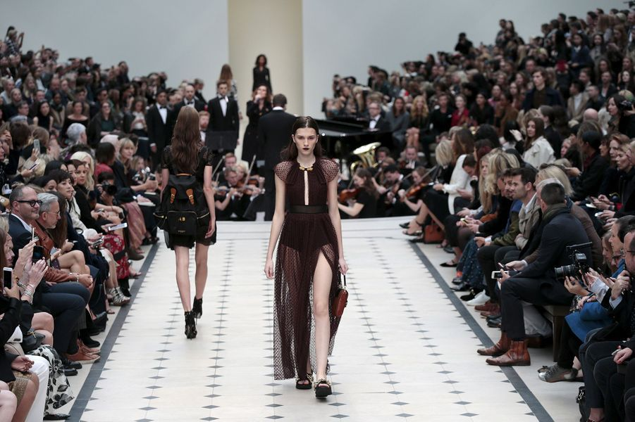 Le classique chic et rock de Burberry à la Fashion week de Londres