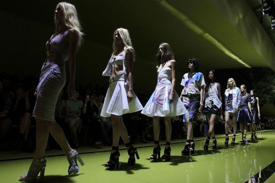 Les élégantes rockeuses de Versace