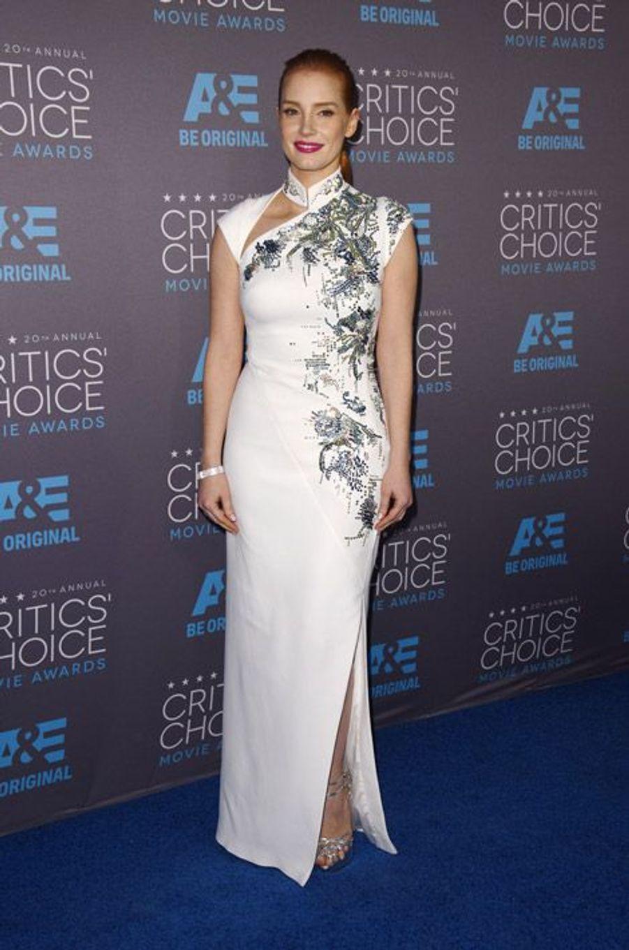 Jessica Chatsain en Antonio Berardi lors de la cérémonie des Critics Choice Movie Awards à Los Angeles, le 15 janvier 2015