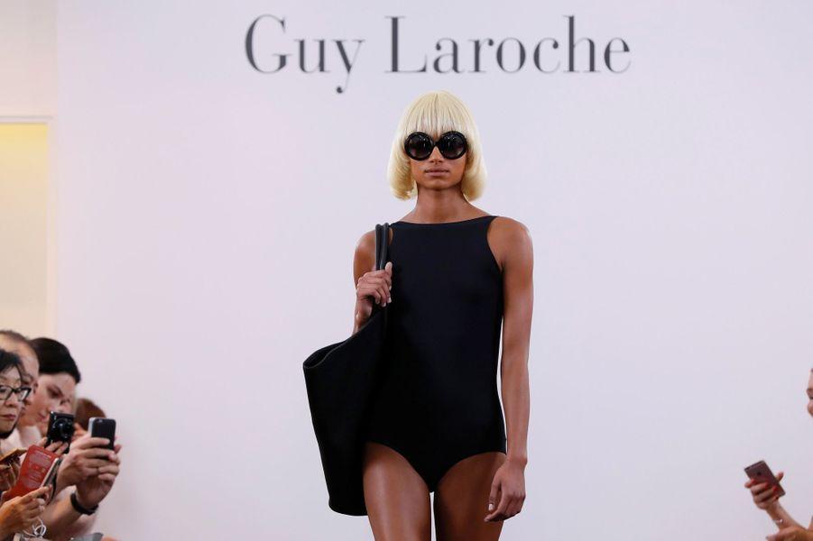 L'hommage de la maison Guy Laroche à Mireille Darc durant la Fashion week de Paris, le 27 septembre 2017.