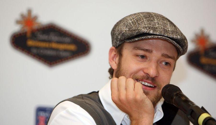 """Le magazine GQ du mois a établi la liste des """"10 hommes les plus élégants des USA"""". Et c'est Justin Timberlake qui décroche la première place, et fait donc la couverture du mensuel de mars. C'est la manière dont le chanteur « travaille son style » qui a séduit le magazine. » Son impact est indéniable, poursuit l'article, comme sa propension à prendre des risques. » Notons que Justin Timberlake a justement lancé sa marque """"William Rast"""", dont le premier défilé a eu lieu mardi à l'occasion de la Fashion Week de New York."""