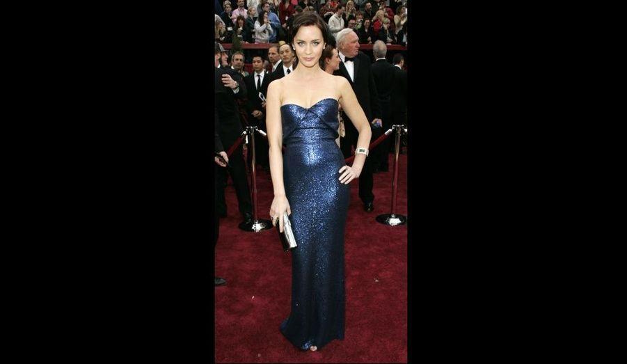 L'actrice britannique scintille dans cette robe bleu nuit signée Calvin Klein lors des Oscars de 2007.