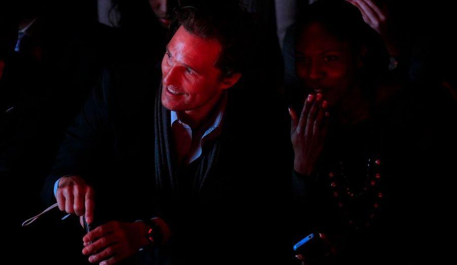 L'acteur était venu soutenir sa compagne, le mannequin brésilien Camila Alves, la mère de ses deux enfants, Levi et Vida.