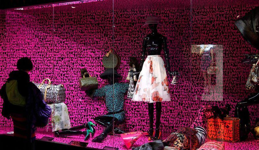 Les amoureux de la marque et des créations de Marc Jacobs pourront s'offrir le livre Louis Vuitton / Marc Jacobs, sous la direction de Pamela Golbin.
