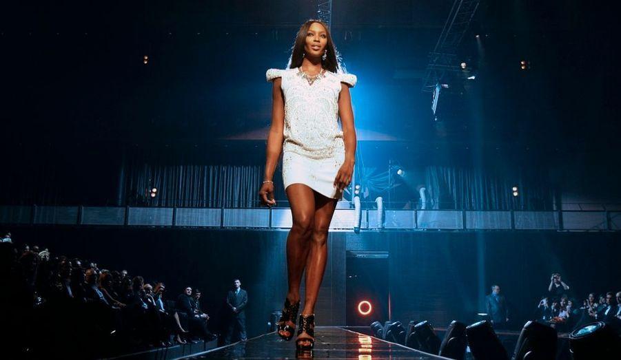 Naomi Campbell a participé à un défilé de mode pour une association caritative à Moscou. La belle de 39 ans a mis en action tout son savoir-faire pour le show de la collection printemps-été du magasin TsUM, de la capitale russe. Les fonds collectés par ce défilé seront reversés à des associations pour aider les enfants souffrants de la leucémie.