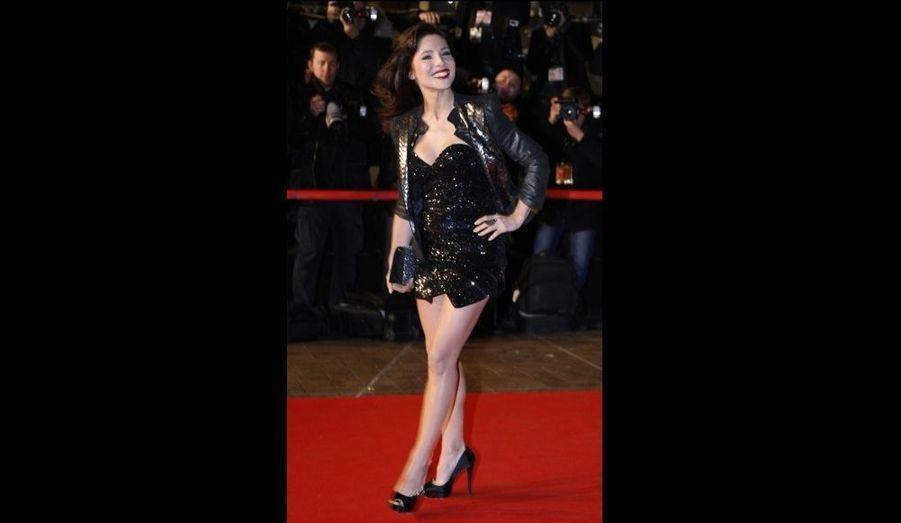 Elsa Pataky, pour le moins moulée dans sa robe noire pailletée trop courte...