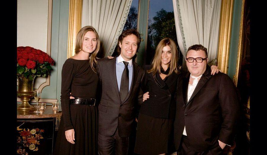 A l'ambassade, de g. à dr.: Lauren Bush (nièce de George W.) et David Lauren, dont elle est la compagne, Carine Roitfeld, rédactrice en chef de «Vogue» Paris, et Alber Elbaz, directeur artistique de la maison Lanvin.