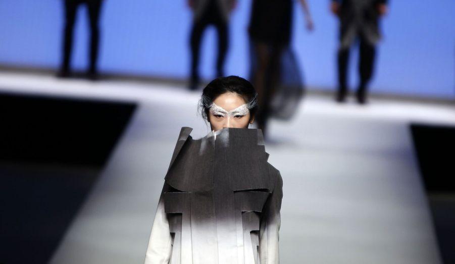 Cette semaine est aussi l'occasion pour des diplômés de l'école de mode ESMOD, de faire défiler des mannequins vêtus de leurs créations.