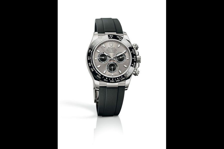Oyster Perpetual Cosmograph Daytona en or gris, lunette en céramique, 40 mm de diamètre, mouvement automatique, bracelet en caoutchouc. Rolex. 26 350 €.