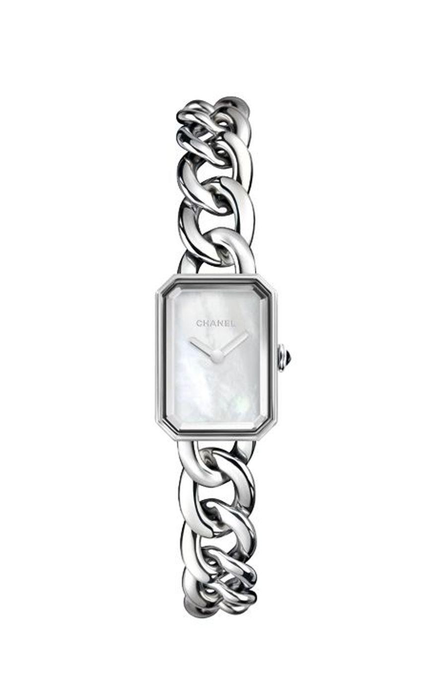 Première, boîte en acier, 16 mm x 22 mm, cadran en nacre blanche, bracelet chaîne en acier. Mouvement à quartz. Chanel Horlogerie. 3 850 €.