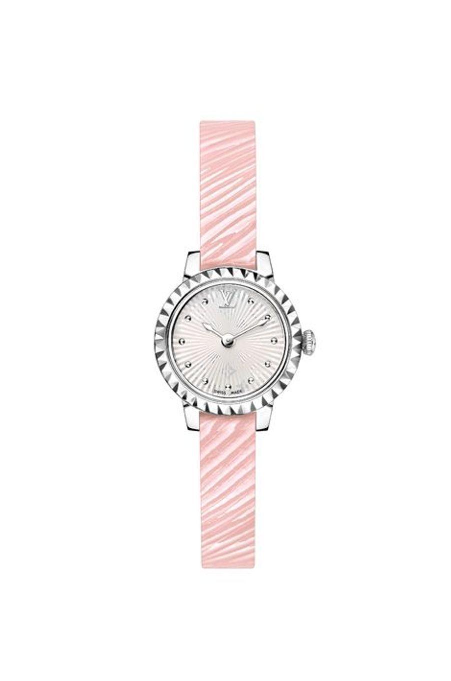 Tambour Monogram Bijou, boîte en acier,21 mm de diamètre, cadran opalin argenté, effet Hologram Monogram, bracelet en cuir Epi rose. Mouvement à quartz. Louis Vuitton. 2 600 €.