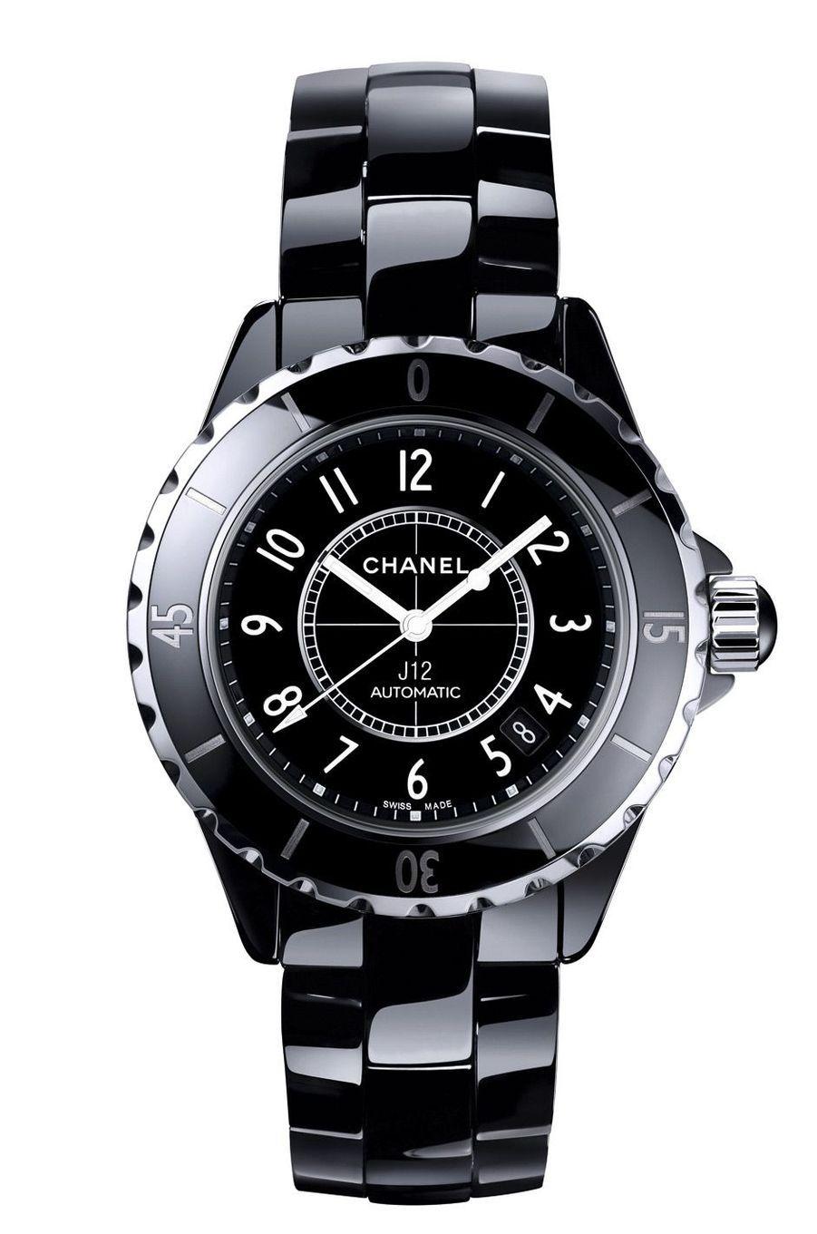 J12 en céramique, 38 mm de diamètre, mouvement automatique, bracelet en céramique, 4 950 €. Chanel.