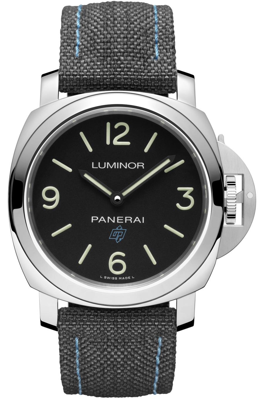 Luminor Base Logo en acier, 44 mm de diamètre, mouvement à remontage manuel, bracelet en tissu.4 600 €. Panerai.