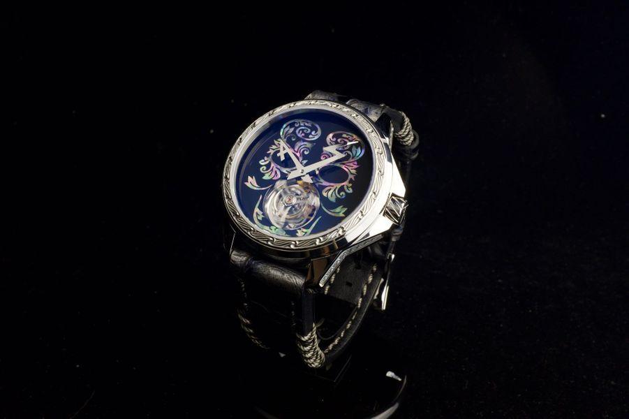 Tourbillon 1/1 en or blanc, 44 mm de diamètre, mouvement tourbillon à remontage manuel, bracelet en alligator. 140 000 €. Artya.