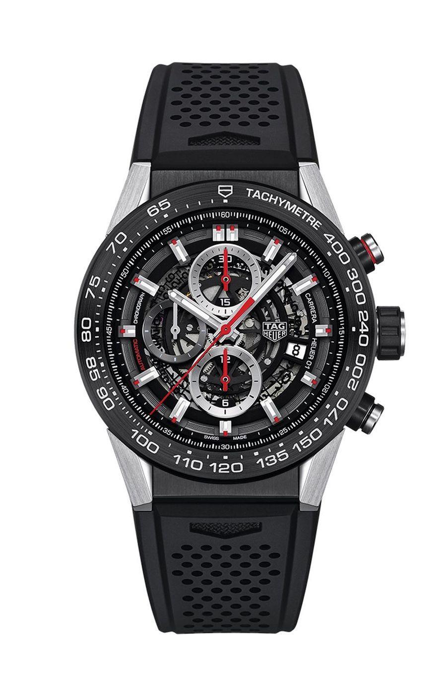 Chronographe Carrera, boîte en acier et carbure de titane, 45 mm de diamètre, bracelet en caoutchouc, mouvement automatique. TAG Heuer. 4 750 €.