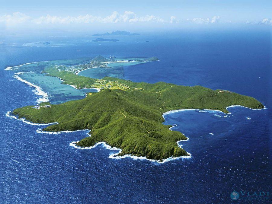 Les îles pittoresques de la Nouvelle-Écosse sont le choix parfait pour cette idée de cadeau unique et romantique. Cependant, Vladi Private islands vous laisse un large choix avec plus de 200 destinations d'île - de la France aux Fidji en passant par les Bahamas. Pour plus d'informations, de voyages détaillées, et de réservation sur l'île de vos rêves, www.private-islands.com.