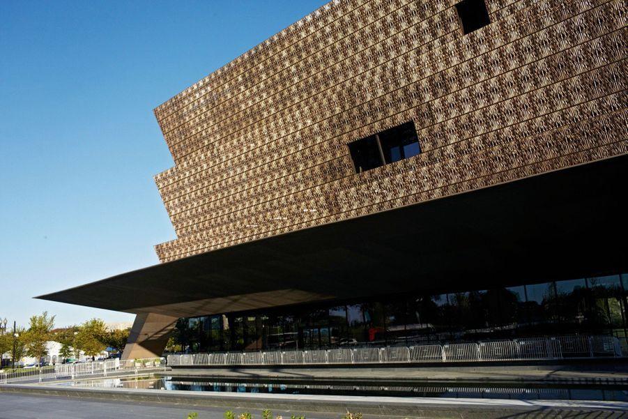 """Le Musée : """"Nous ne sommes pas un fardeau ou une tache pour l'Amérique, nous sommes l'Amérique"""", a déclaré le président Obama le jour de l'inauguration du Musée national d'histoire et de culture afro-américaines."""
