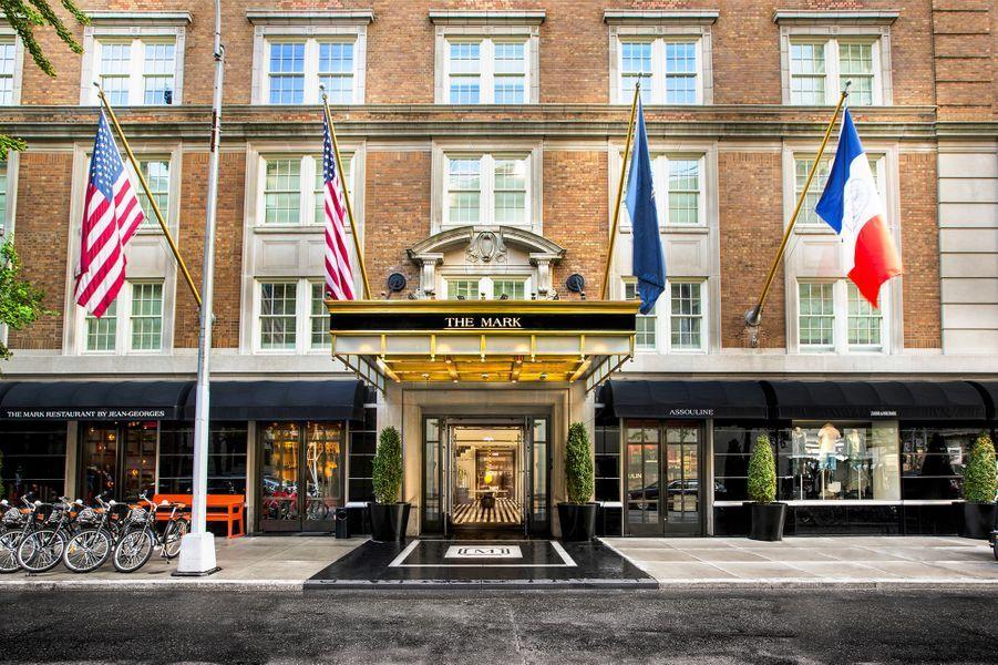 """L'entrée de hôtel """"The Mark"""" dans lequel se trouve la suite au 16e et 17e étage."""