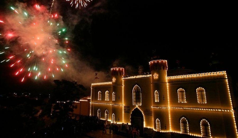 Le mois de décembre, ses cadeaux de Noël, ses tartiflettes et ses feux d'artifice. Le musée des enfants de San José s'est paré de ses plus belles couleurs pour l'occasion.
