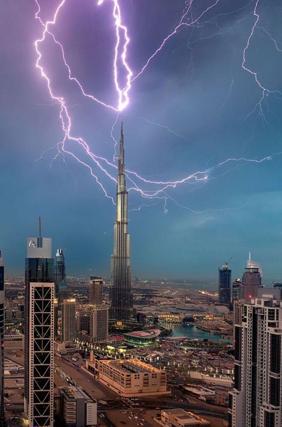 Quand la foudre frappe la Burj Khalifa